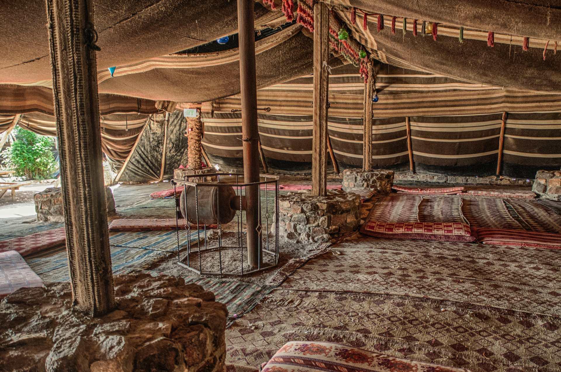 לינה באוהלים בדואים