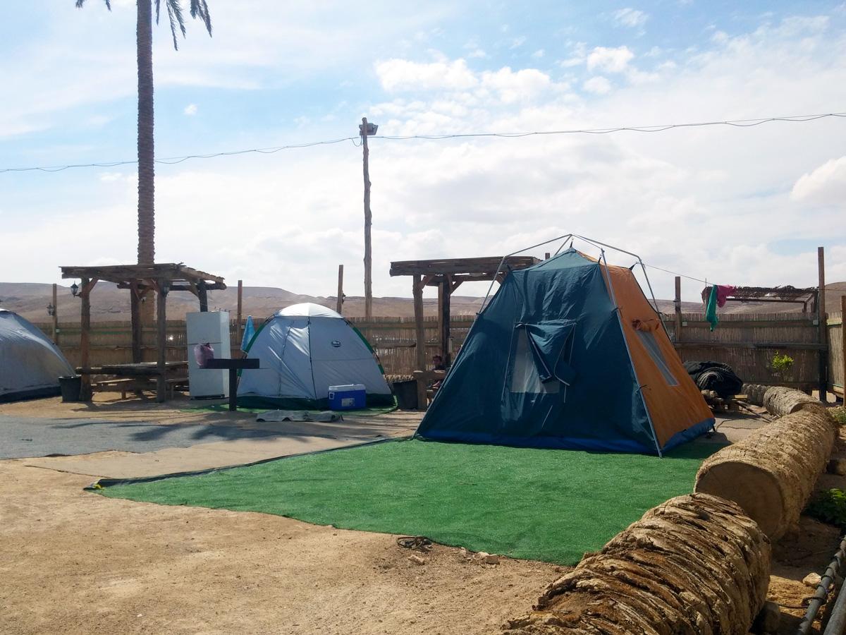 אוהלי קמפינג בכפר הנוקדים